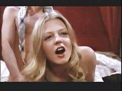 Linda rubia jugando con mexicanas tetonas cogiendo el coño
