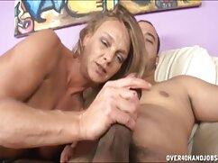 La masturbación es sexy para la chica en frente de maduras mexi la cámara