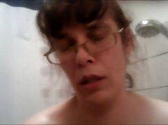 Muy hermosa chica con el pelo corto en frente de la cámara 3 maduras mexicanas masturbandose